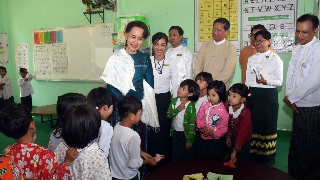 KG students of the Basic Education Post Primary School in Kalar Kone Village-tract, Hmawby, show their origami creations to State Counsellor Daw Aung San Suu Kyi on 25 January.PHOTO: MNA