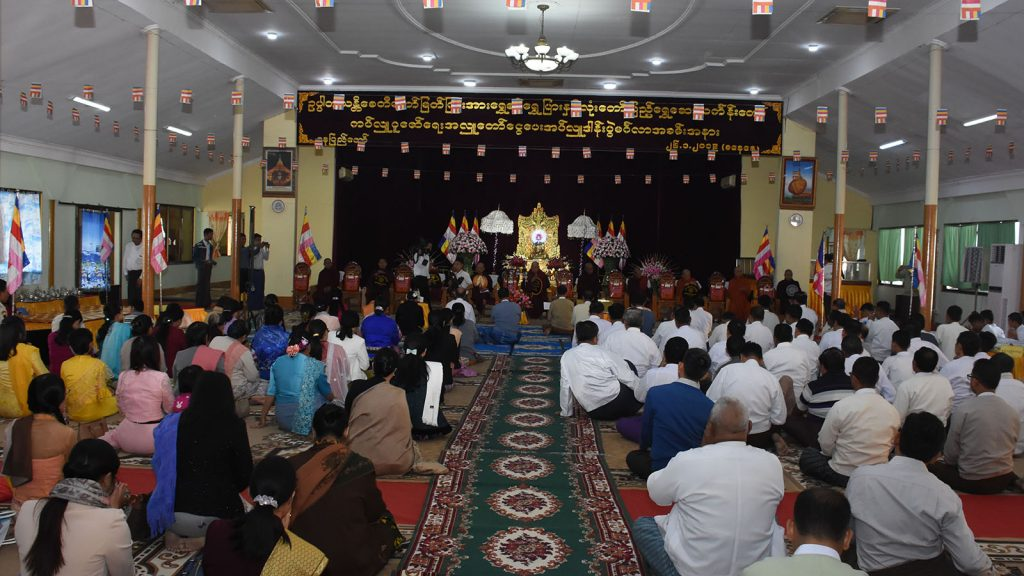 The ceremony to donate gold plate and gold paint for the Uppatasanti Pagoda on Uppatasanti Hill, Nay Pyi Taw, being held yesterday at the congregation hall of the pagoda.Photo: mna