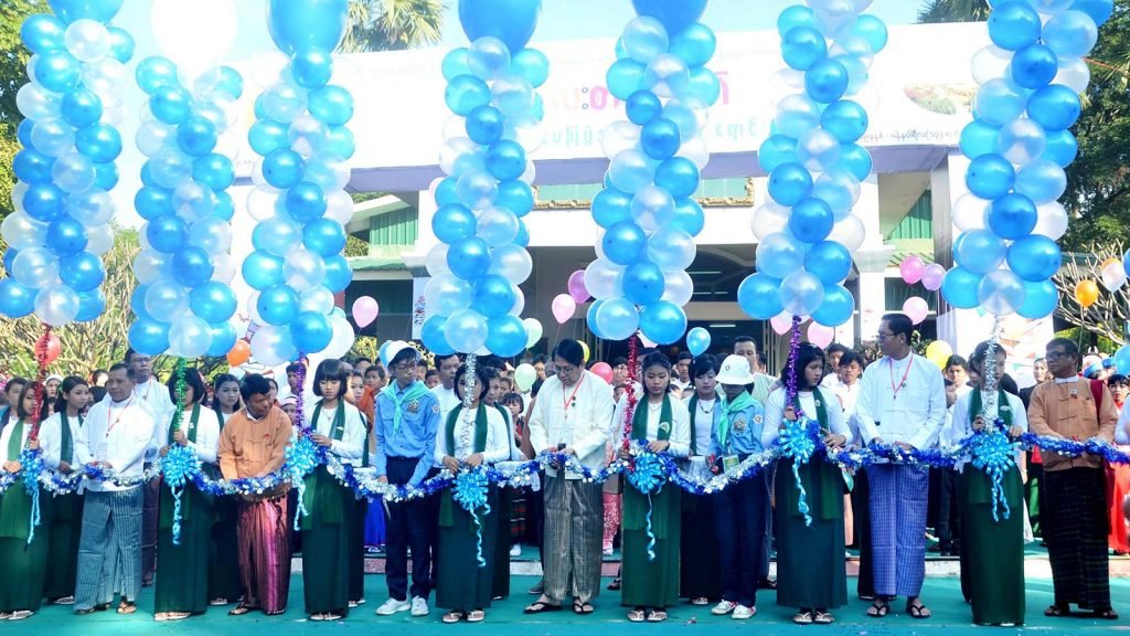 Union Minister Dr. Pe Myint opens the Children's Literature Festival at the high school in Sagaing yesterday. Photo: MNA