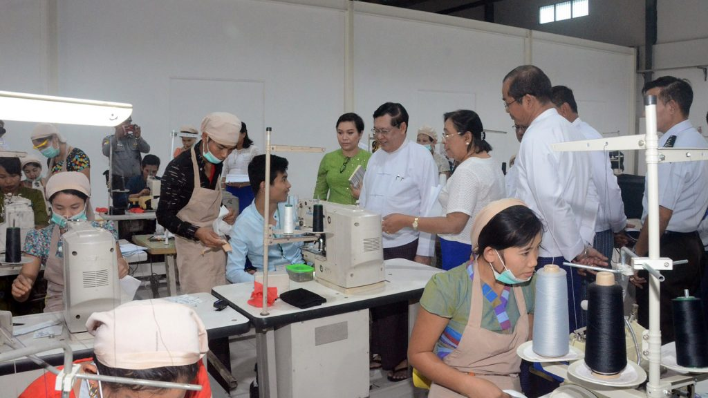 Union Minister U Thein Swe visits the training centre for the Garment Sewing Machine Operator (Level-1) at Shwe Than Lwin Industry Zone, Hlinethaya Township yesterday. Photo: MNA