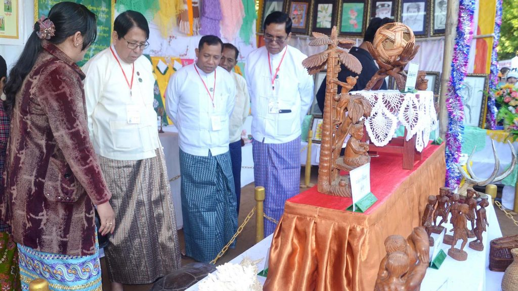 Union Minister Dr. Pe Myint visits  the Myanmar traditional arts and crafts booth at the festival.Photo: MNA