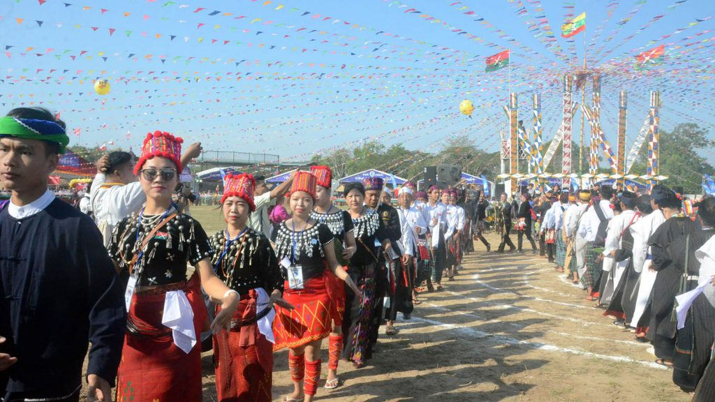 Kachin girls people perform Manaw dance at Myanmar Ethnics Culture Fest. photo: mna