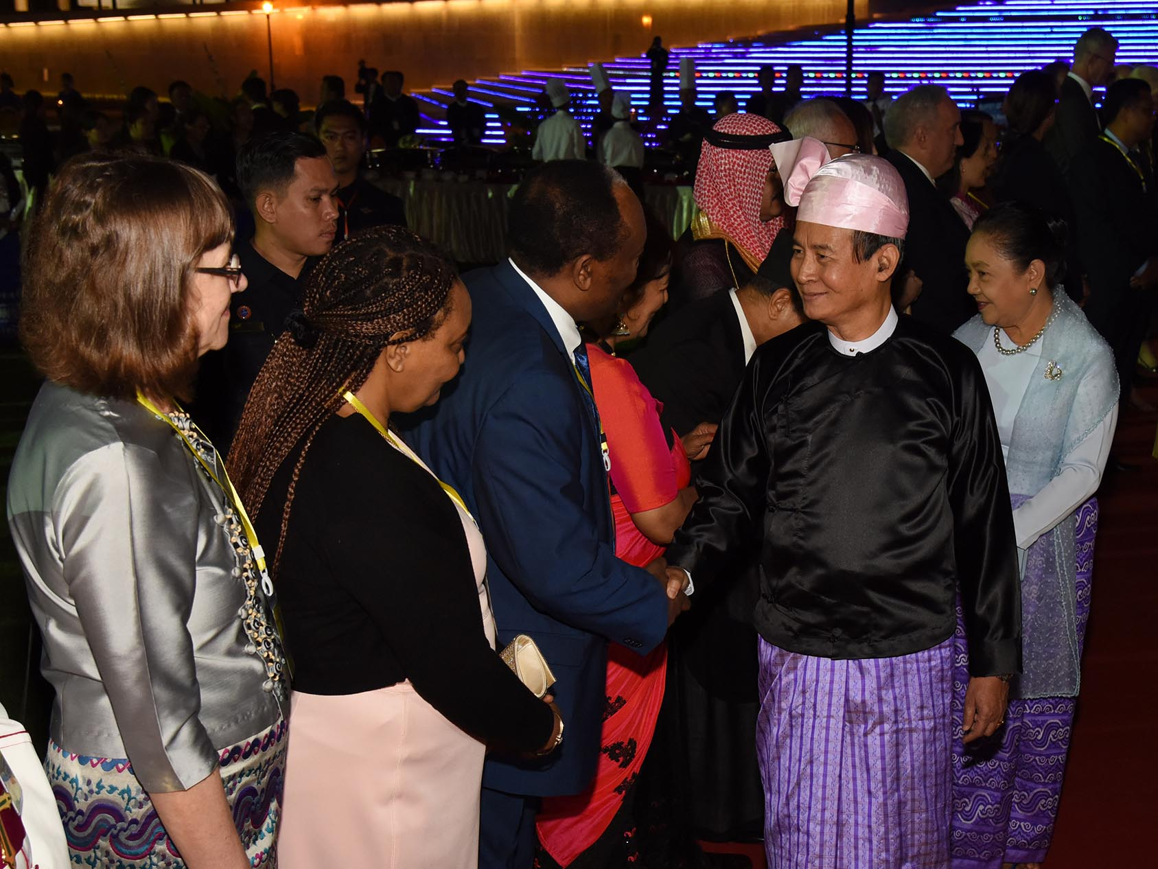 President U Win Myint and First Lady Daw Cho Cho greet diplomats at the dinner commemorating 71st Anniversary Independence Day in Nay Pyi Taw.Photo: MNA