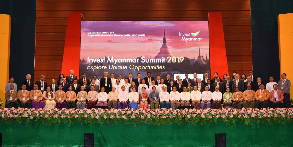 State Counsellor Daw Aung San Suu Kyi poses for a documentary photograph with attendees of the Invest Myanmar Summit 2019 in Nay Pyi Taw yesterday.photo: mna