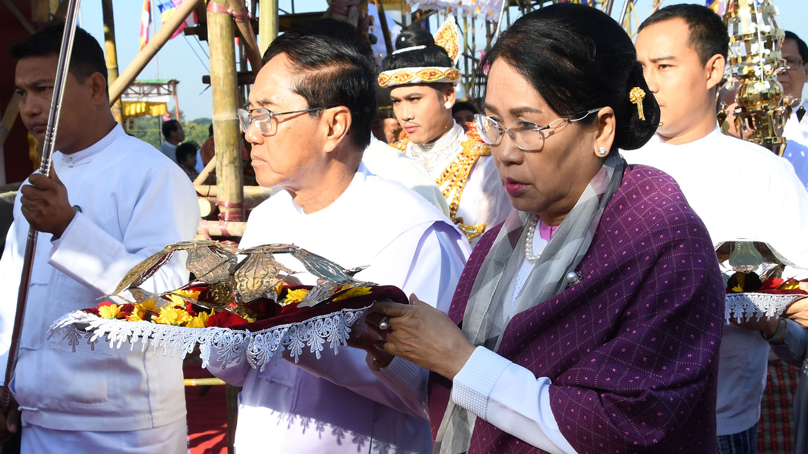 Vice President U Myint Swe and wife Daw Khin Thet Htay convey religious objects at the consecration ceremony of Taungsuya 'Wa' Zedi yesterday.Photo: MNA