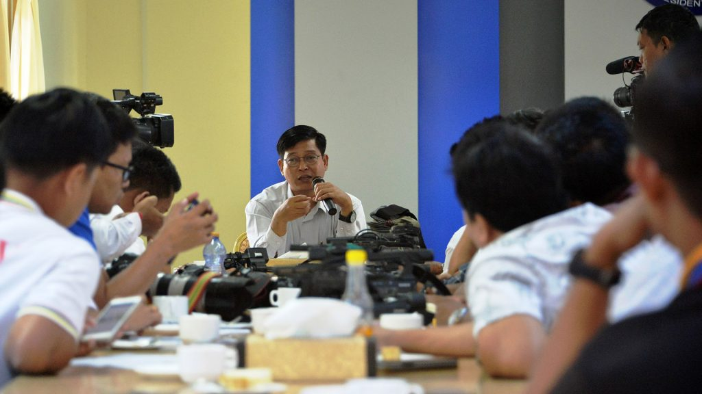 Director-General U Zaw Htay, spokesperson for the Office of the President, hosts a tea party for reporters yesterday in Nay Pyi Taw.Photo: mna