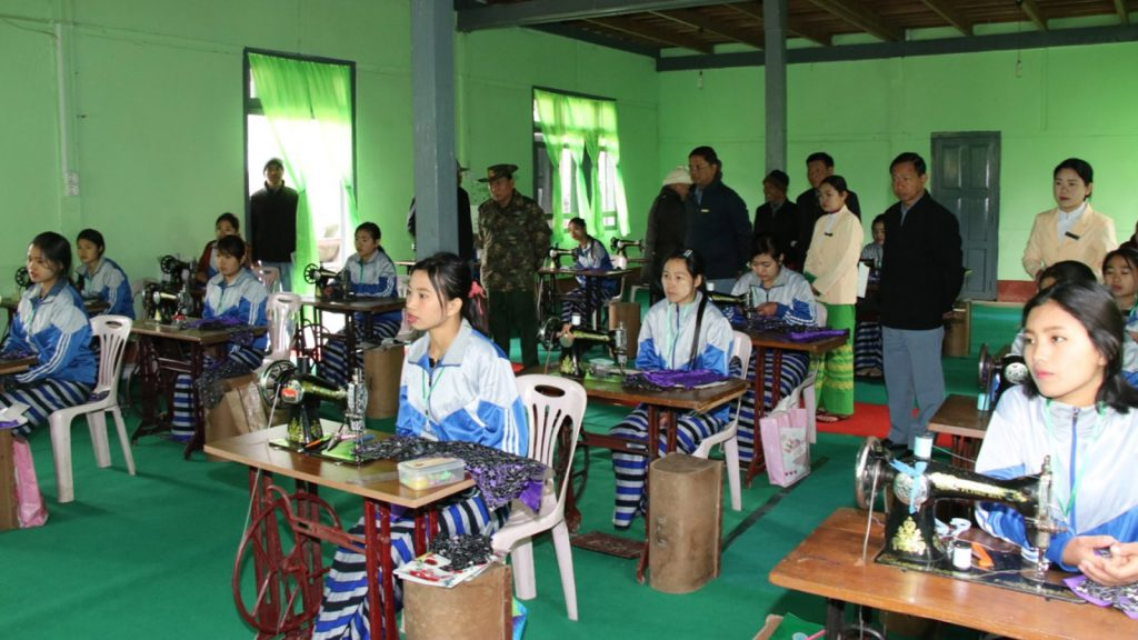 Union Minister Lt-Gen Ye Aung visits the women's vocational training school in Putao, Kachin State, on 12 January.Photo: MNA
