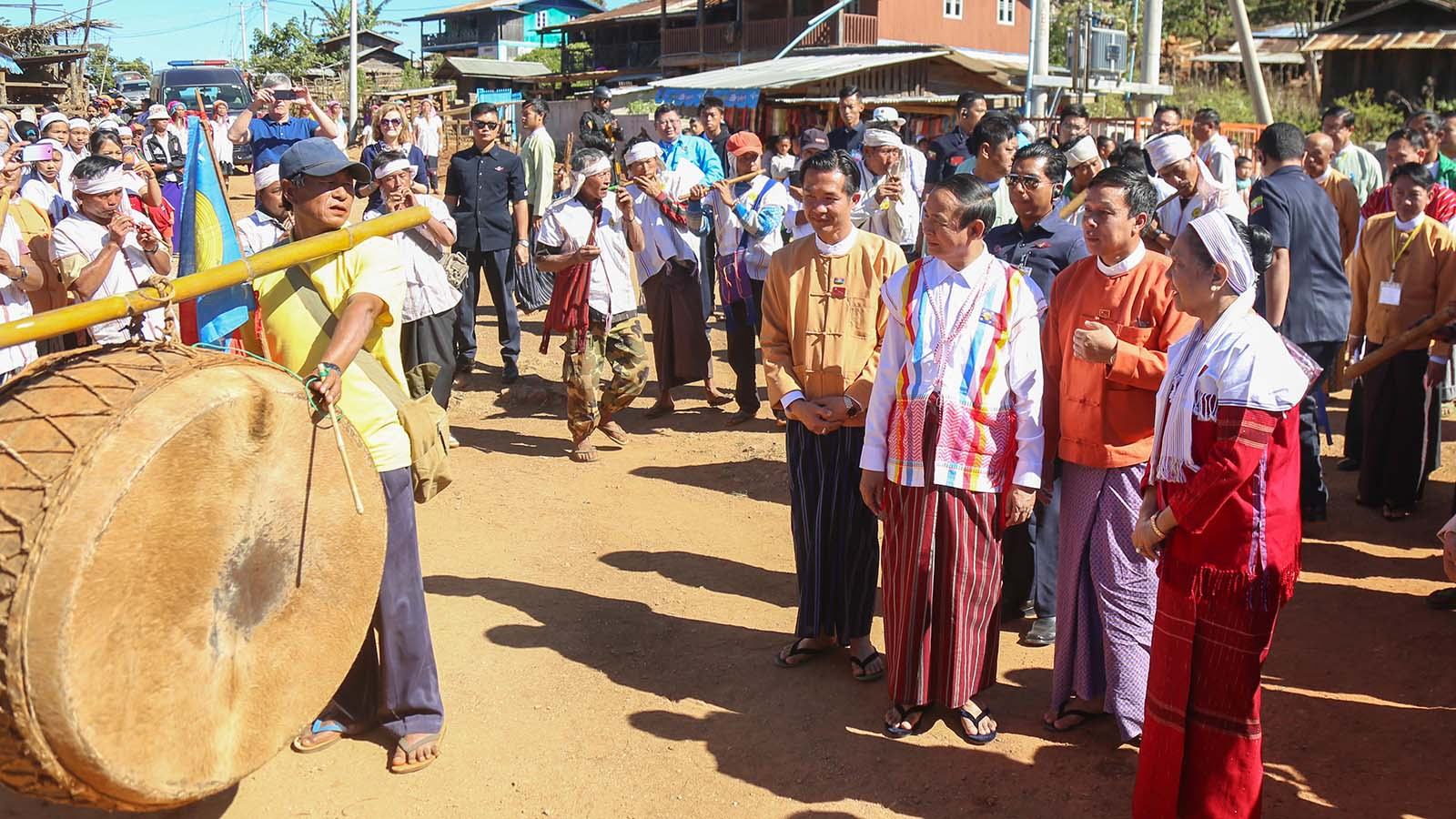 President U Win Myint looks around the celebration of 67th Anniversary of Kayah State Day in Kandahaywun Park in Loikaw yesterday.Photo: Ko Tha Byaw