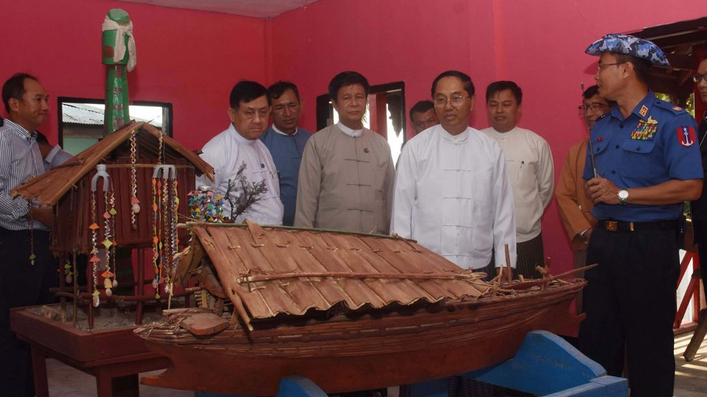 Vice President U Myint Swe observes scale model of the  boat and house of Salon ethnic people displayed at Zardatkyi Village in Kawthoung District. Photo:MNA