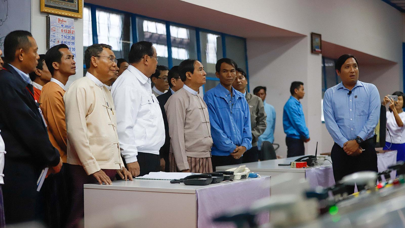 President U Win Myint inspects Baluchaung Hydro Power Station in Loikaw, yesterday.Photo: Ko Tha Byaw
