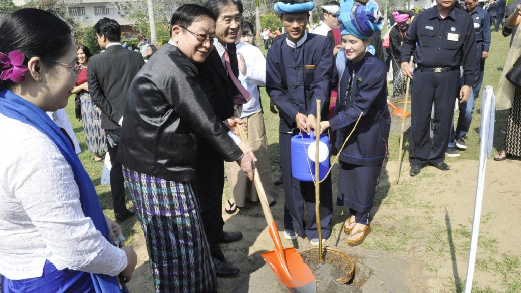 Speaker of Pyithu Hluttaw U T Khun Myat plants the trees together with dignitaries of Myanmar and Japan in the compound of the Yangon Region Hluttaw yesterday as part of Myanmar-Japan friendship. Photo: MNA