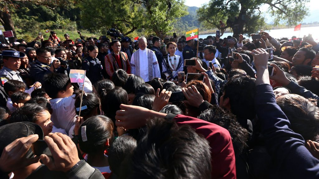 State Counsellor Daw Aung San Suu Kyi meeting with local people as she visits the Rhi Lake in Reedhorda.Photo:MNA