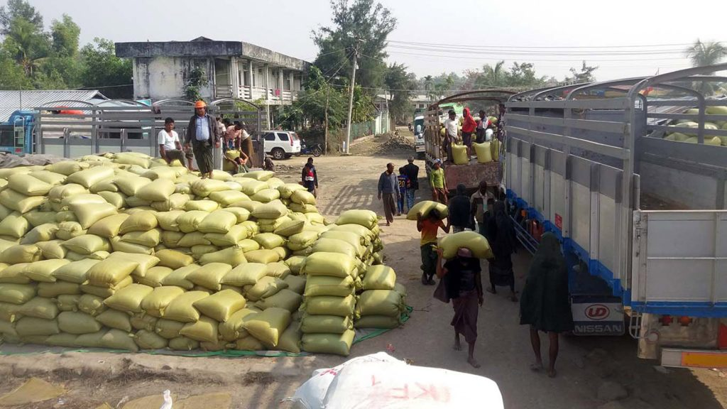 Workers carrying sacks of rice in Maungtaw Trade Zone, Maungtaw.Photo: Aung Ye ThwinKo Min