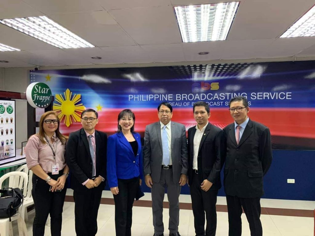 The Myanmar delegation led by Union Minister Dr. Pe Myint (Third from Right) poses for a documentary photo together with officials at the Philippines Broadcasting Service. Photo: MNA