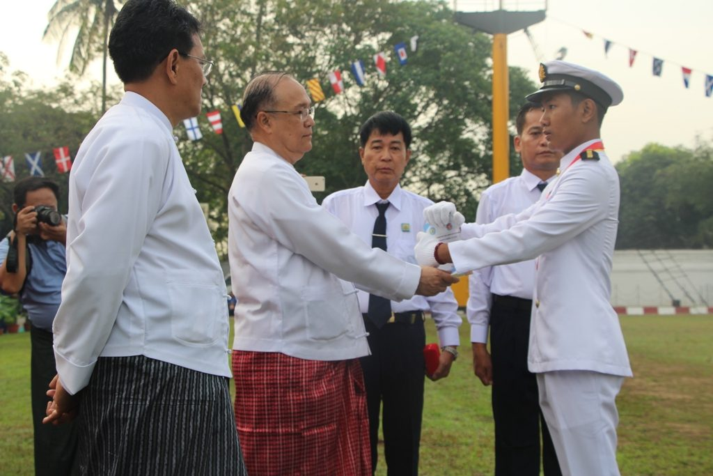 Union Minister U Thant Sin Maung presents an award to a cadet at the 11th graduation ceremony of Myanmar Mercantile Marine (MMM) College in Yangon yesterday. Photo:MNA