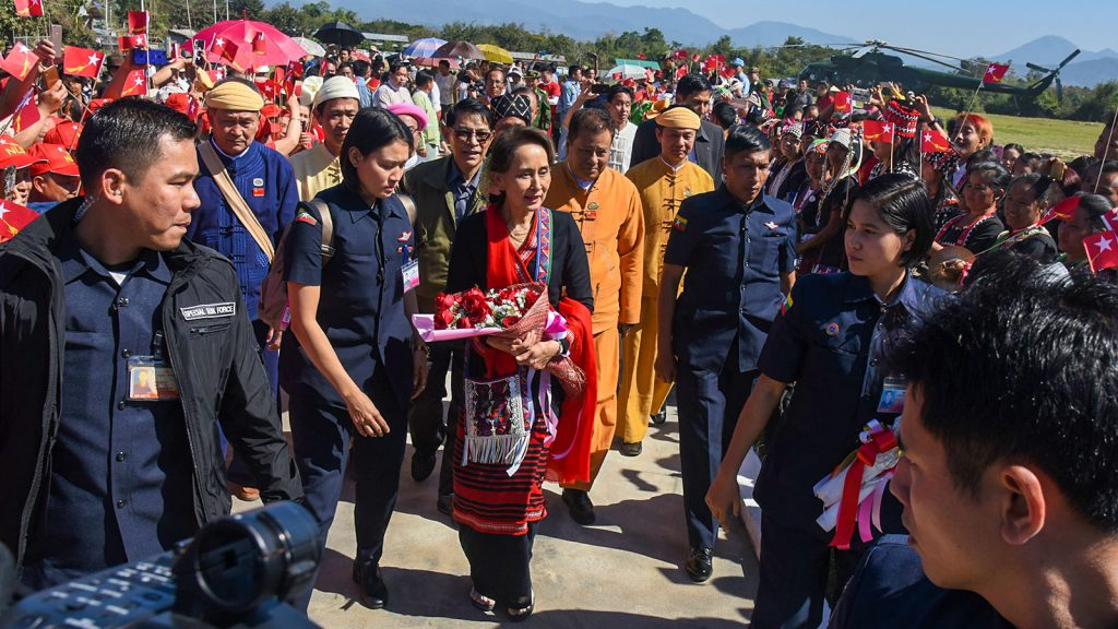 State Counsellor Daw Aung San Suu Kyi is welcomed by local people as she arrives at Mongyawng in Shan State yesterday.Photo: MNA