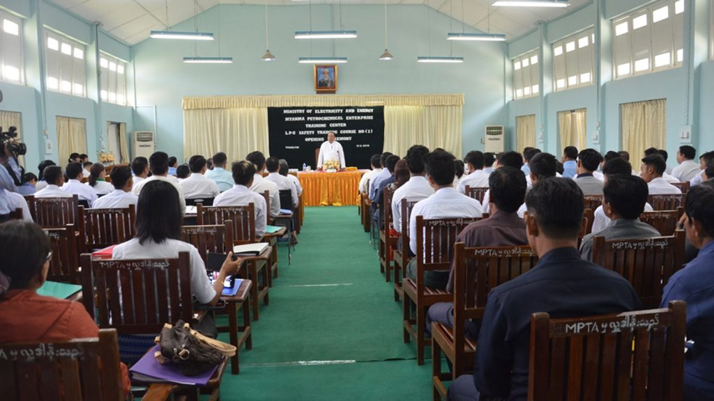 Union Minister U Win Khaing addresses the Opening ceremony of LPG Safety Training Course No. 2 in Thanlyin yesterday.Photo: MNA
