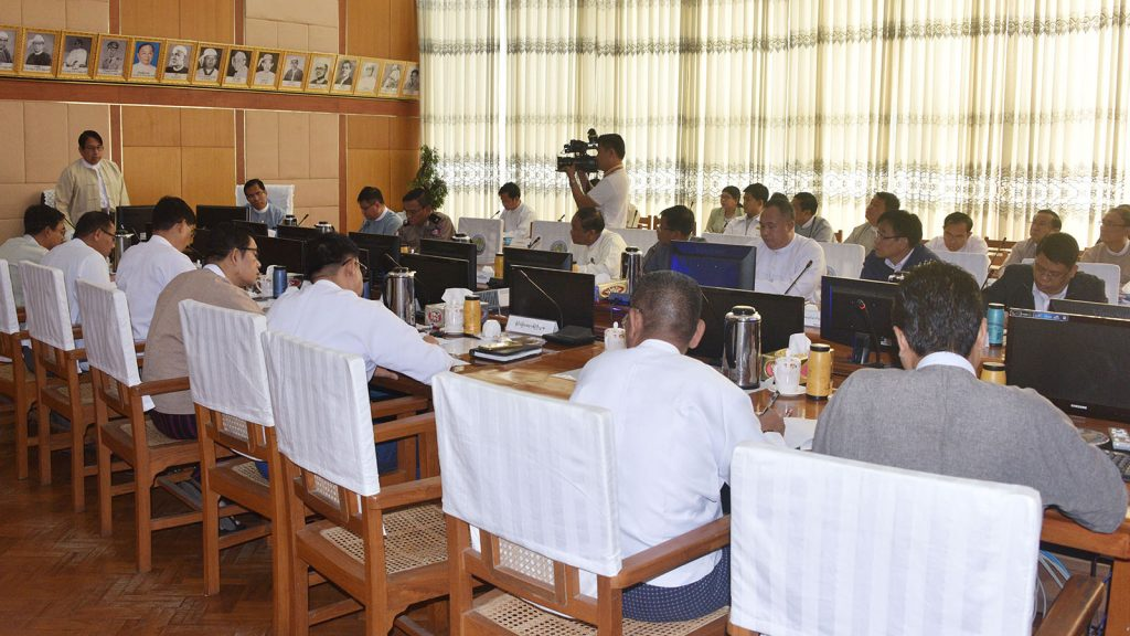 Union Minister Dr. Pe Myint addresses the second coordination meeting on organizing a Htamane making competition between the ministries, in Nay Pyi Taw yesterday.photo: mna