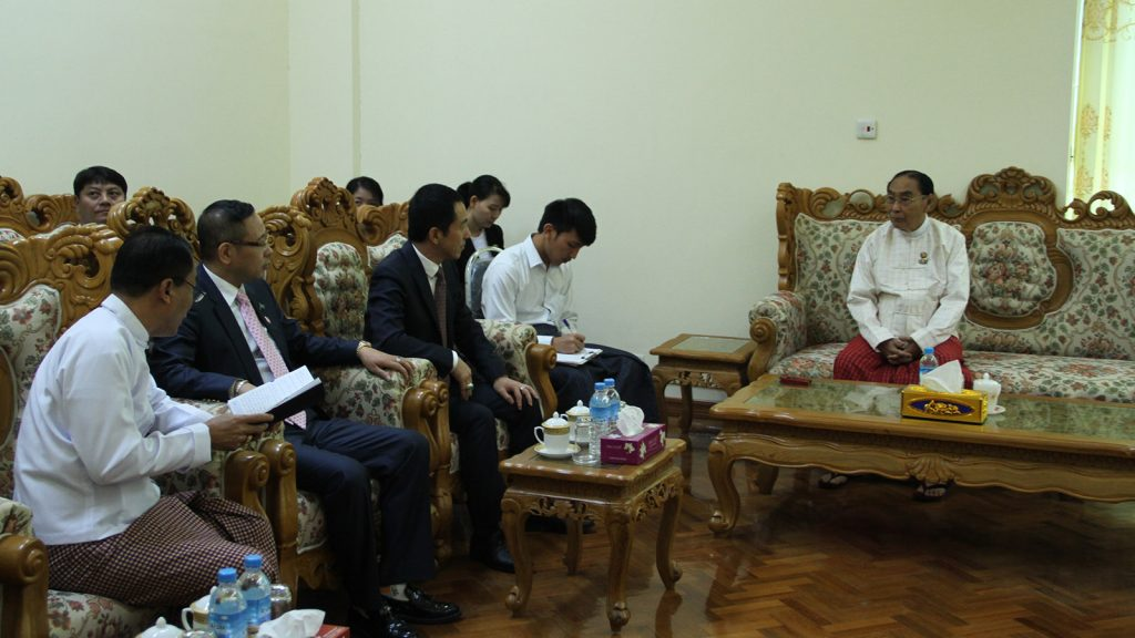 Union Minister Nai Thet Lwin receives Mr. Li Faun, Chair of Myanmar-China Economic Cooperation Development Promotion Association, in Nay Pyi Taw. Photo: MNA
