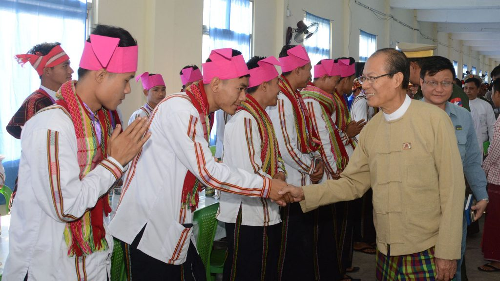 Nay Pyi Taw Council Chairman Dr. Myo Aung greets ethnic cultural troupes in Nay Pyi Taw. Photo: htan phone