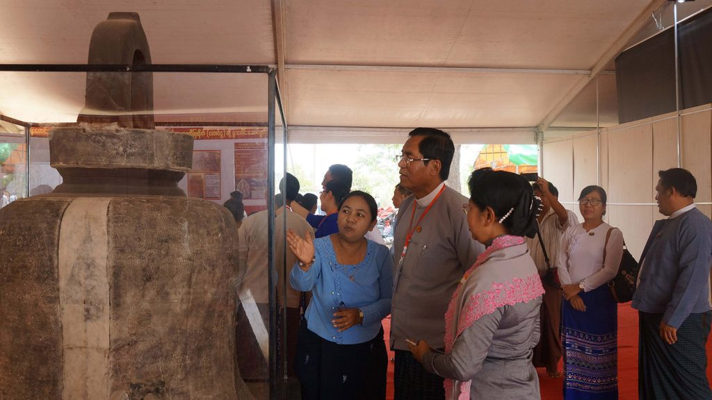 Deputy Minister U Aung Hla Tun looks at the Stone Inscription showcased in the Children's Literary Festival at the Bago University yesterday.Photo: MNA