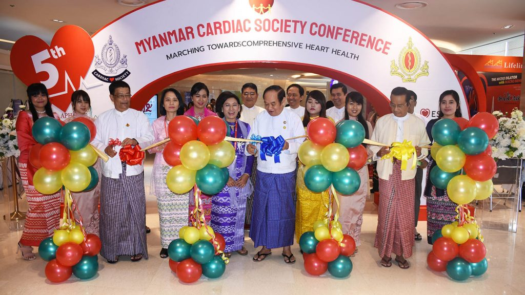 Union Minister Dr. Myint Htwe and officials open the Myanmar Cardiac Society Conference in Yangon yesterday. Photo : MNA