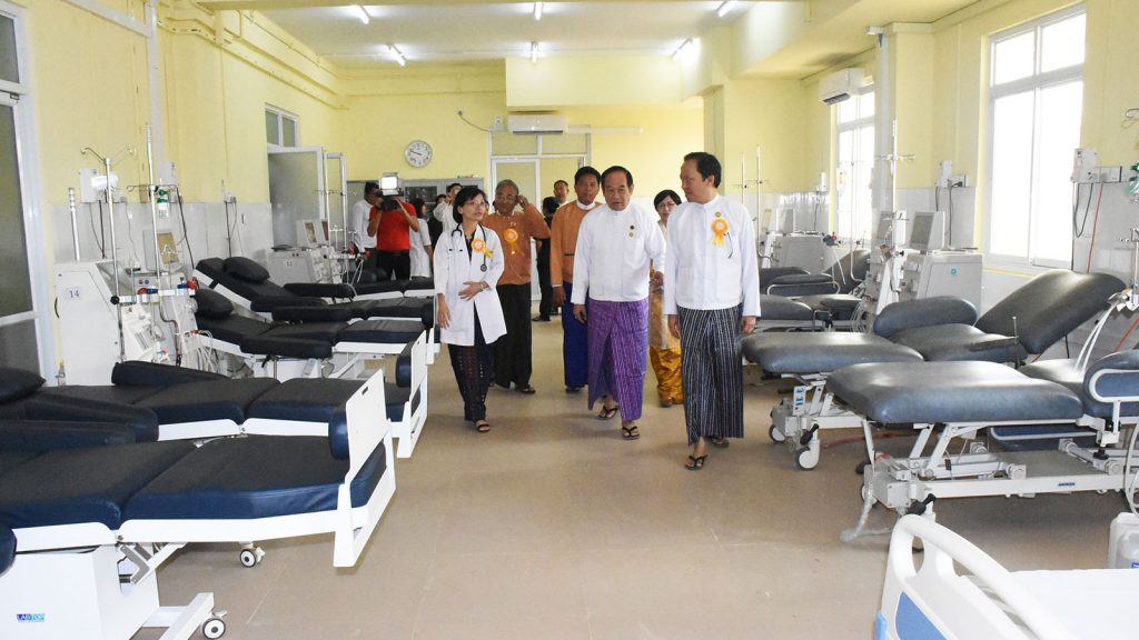 Union Minister Dr. Myint Htwe inspects the new six-story ward of Thingangyun People's Hospital yesterday.Photo : MNA