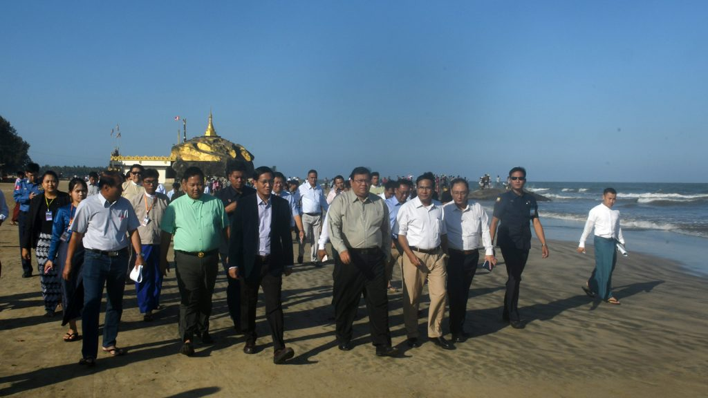 Vice President U Henry Van Thio and his entourage stroll along the Chaungtha Beach as he inspects measures taken to develop the tourism sector.  Photo: MNA