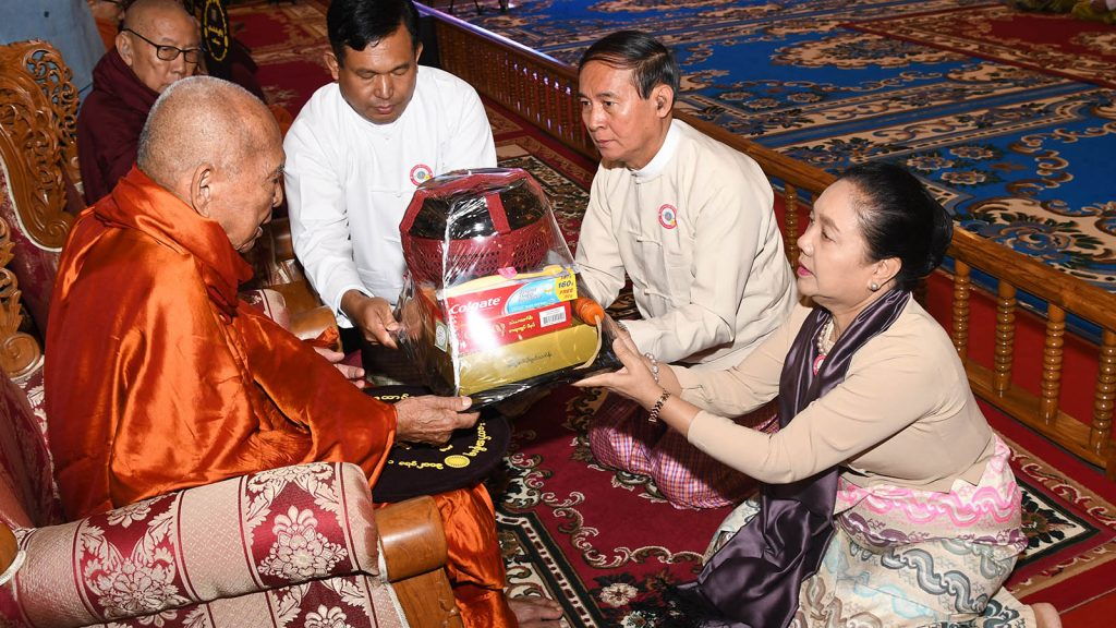 """President U Win Myint and First Lady Daw Cho Cho present offertories to the Bhamo Sayadaw at the ceremony to offer """"soon"""" to member of the Sangha.Photo: MNA"""