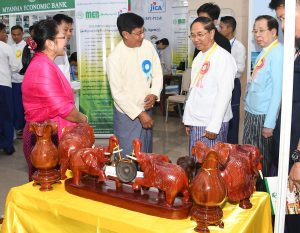 Vice President U Myint Swe inspects products displayed at the National-level MSMEs Products Trade Fair and Contest in Nay Pyi Taw.Photo: MNA