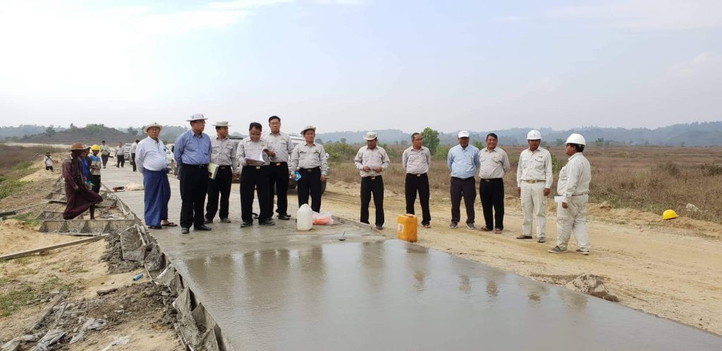 Deputy Minister U Kyaw Lin and officials inspect Angue Maw-Maungtaw road construction site in Maungtaw yesterday. Photo:MNA