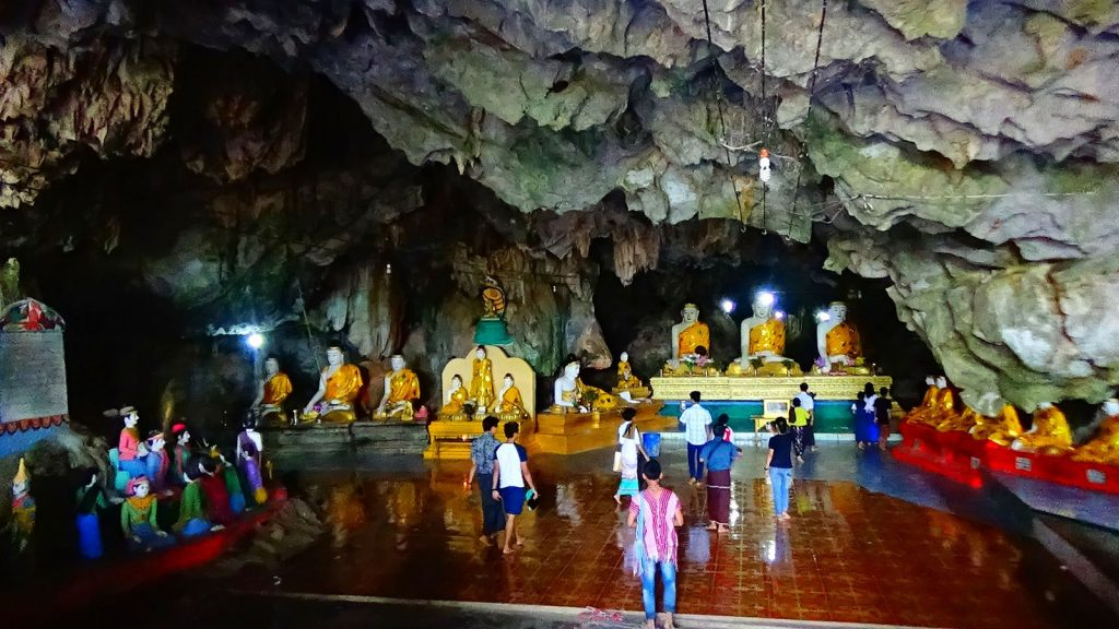 Holiday-makers and students made a visit to the Kawkathoung Cave in Kayin State after their matricualtion examination was over.Photo : Min Thu (Hpa-an)