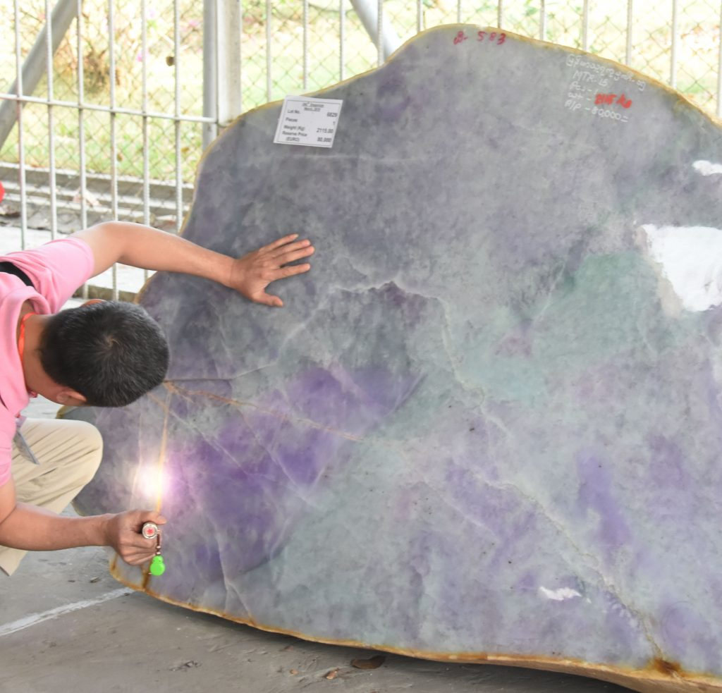 Big jade seen on the fifth day 56th Gems Emporium in Nay Pyi Taw yesterday.Photo : MNA