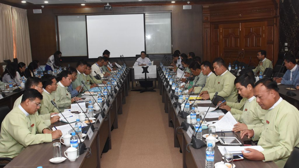 Coordination meeting for Committe on Reviewing and Returning Myanmar Migrant Workers being held in Nay Pyi Taw yesterday.  Photo : MNA