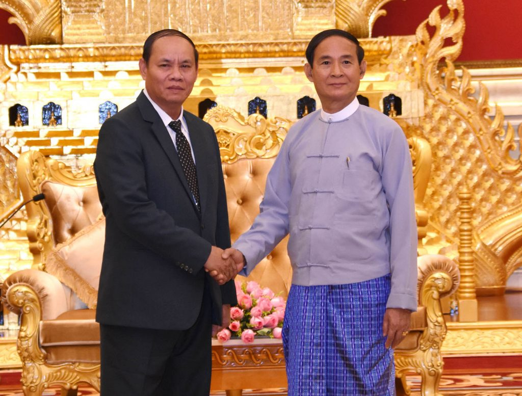 President U Win Myint shakes hands with Minister of Public Security Police Lt-Gen Vilay Larkhamfong in Nay Pyi Taw yesterday.Photo: MNA