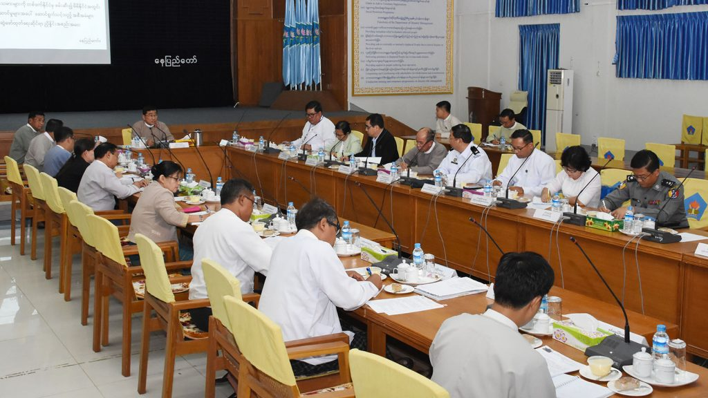 Union Minister Dr. Win Myat Aye addresses the coordination meeting in Nay Pyi Taw on receiving Myanmar migrant workers from other countries.photo: mna