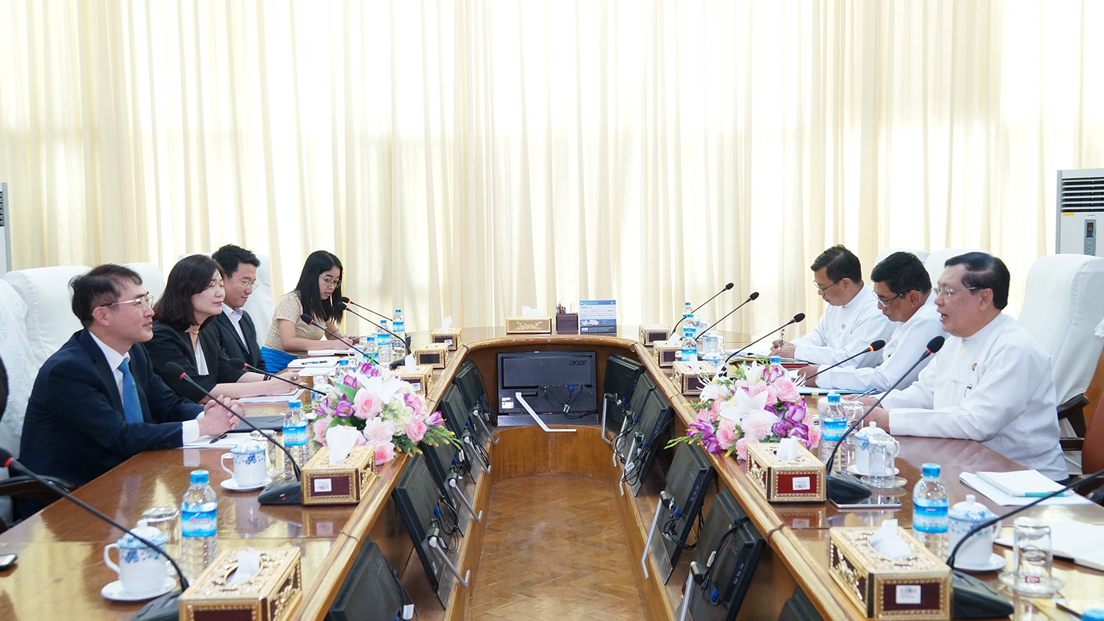 Union Minister U Thein Swe holds talks with Korean Ambassador Mr. Lee Sang-hwa at the Ministry of Labour, Immigration and Population yesterday.Photo: MNA