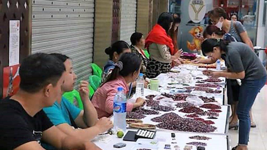 Gem lovers check the quality of the gems at the Mandalay Yadana Mall. Photo : Maung Pyi Thu (Mandalay)
