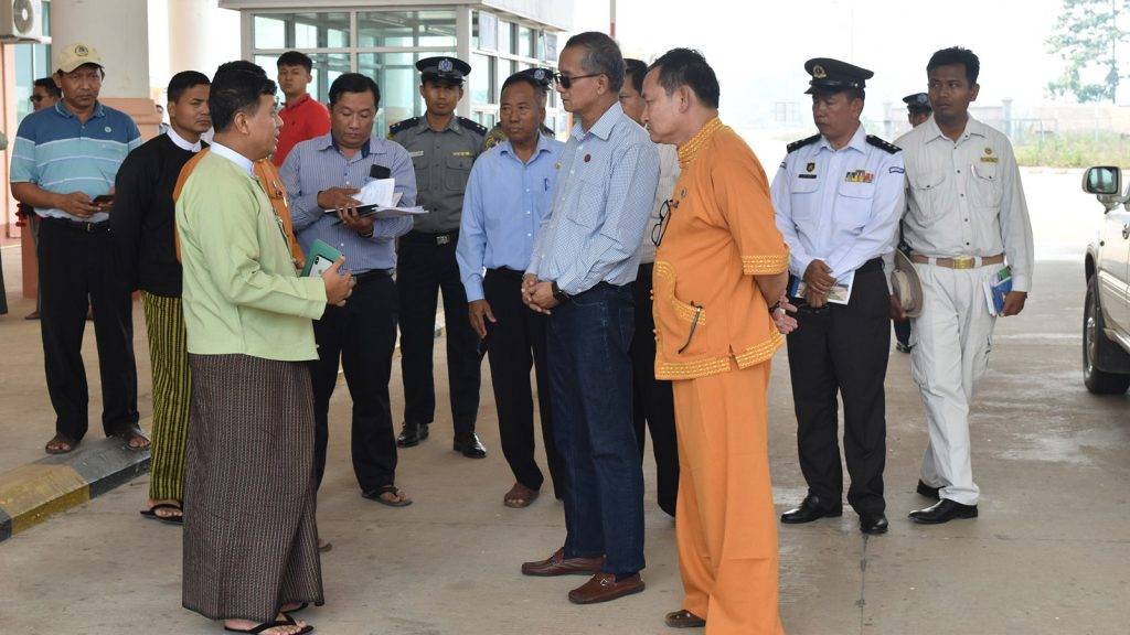 Union Minister U Ohn Maung visits Myanmar-Laos Friendship Bridge over Mekong River where departmental officials explained about works conducted. Photo: MNA