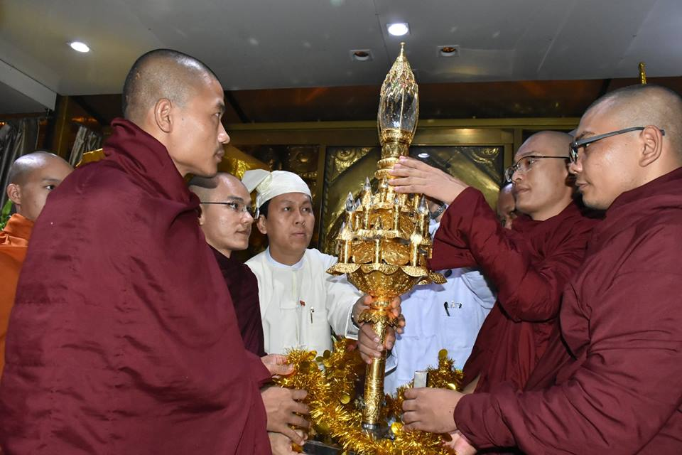 Religious objects to be fixed atop Eternal Peace Pagoda are conveyed by Members of the Sangha and Yangon Region Chief Minister U Phyo Min Thein yesterday.Photo: MNA