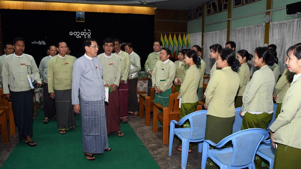 Union Minister for the Office of the Union Government, U Min Thu, greets staff of Mon State General Administration Department in Mawlamyine.