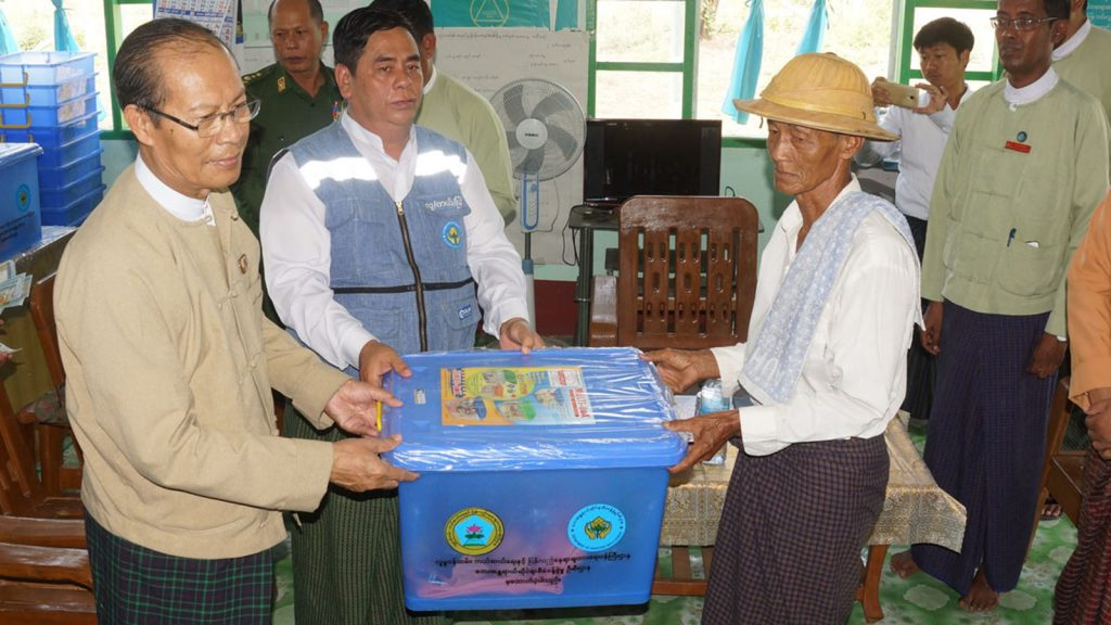 Nay Pyi Taw Council Chairman Dr. Myo Aung provides aids to victims affected by strong winds in Ottarathiri Township, Nay Pyi Taw.Photo: MNA