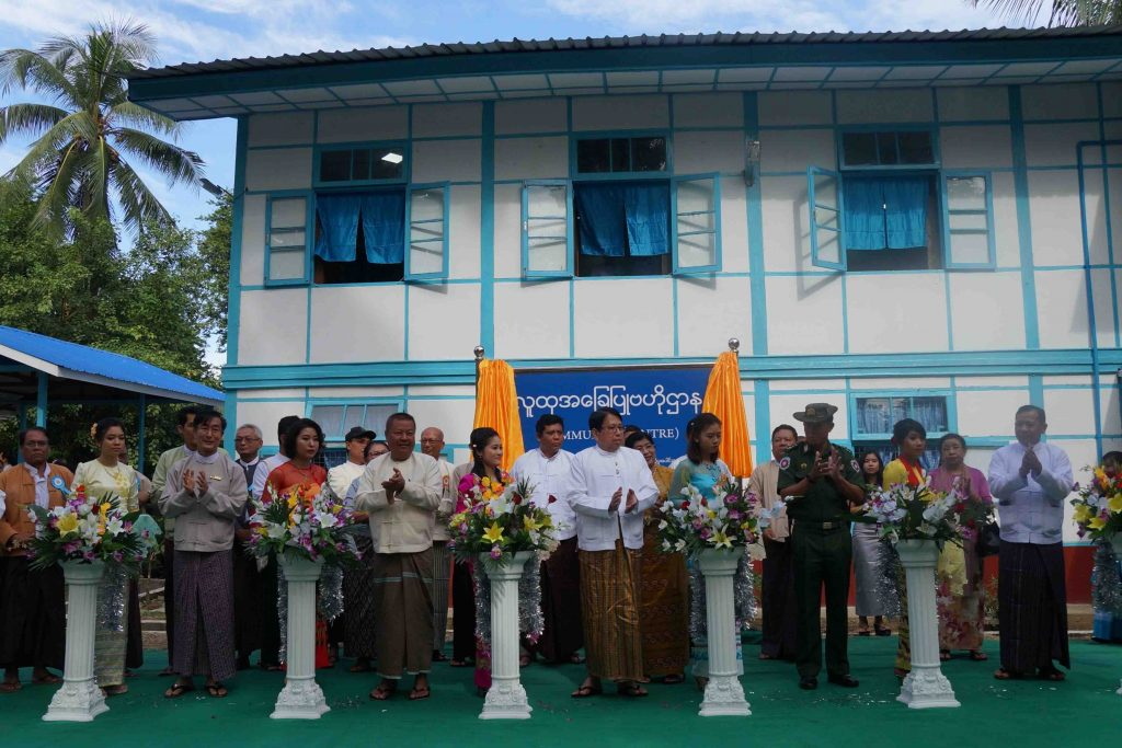 Union Minister for Information Dr. Pe Myint formally opens the Community Centre in Thandwe in September, 29, 2018.PHOTO: MNA
