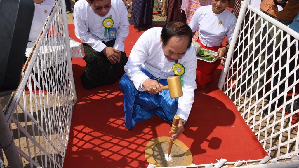 Union Minister Dr. Myint Htwe drives the state at the groundbreaking ceremony for new specialist hospital in Yangon yesterday.Photo: MNA
