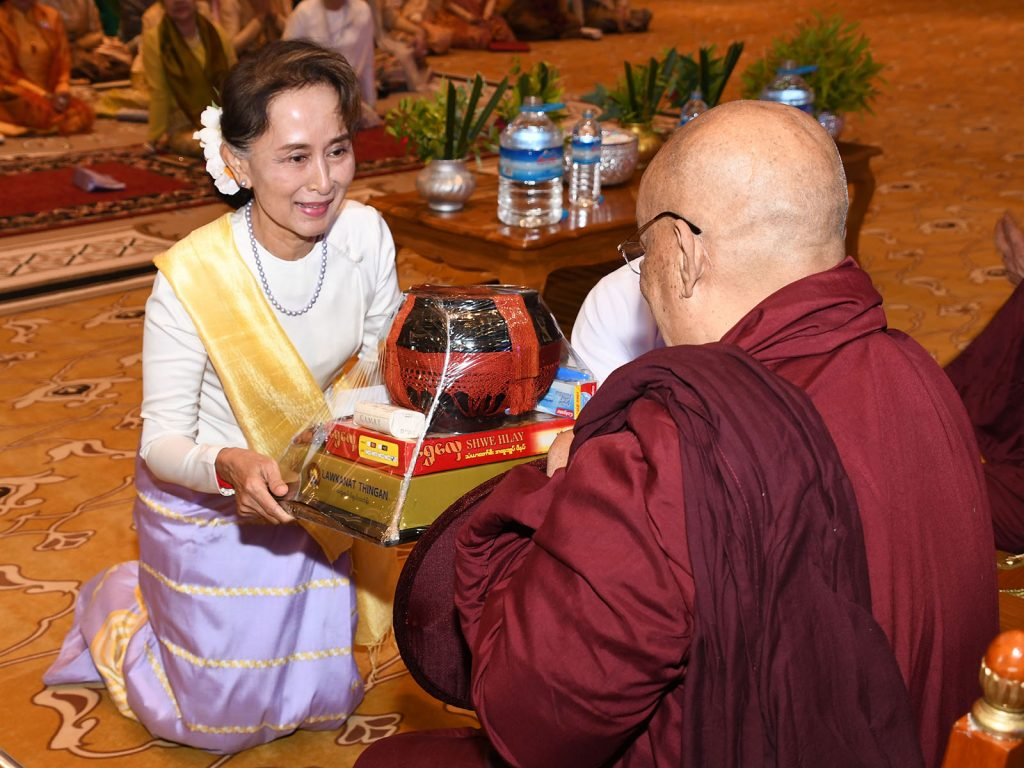 State Counsellor Daw Aung San Suu Kyi donating offertories to Sayadaw at the Paritta recitation ceremony at Presidential Palace in Nay Pyi Taw. PHOTO: MNA