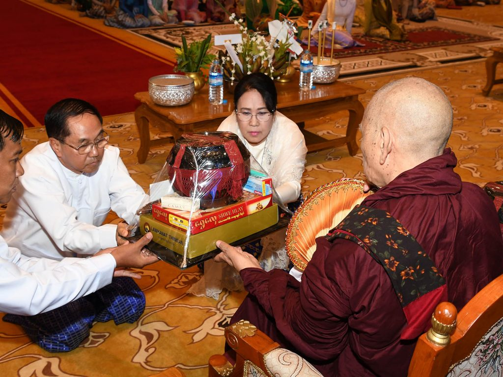 Vice President U Myint Swe and wife donating offertories to Sayadaw at the Paritta recitation ceremony at Presidential Palace in Nay Pyi Taw. PHOTO: MNA