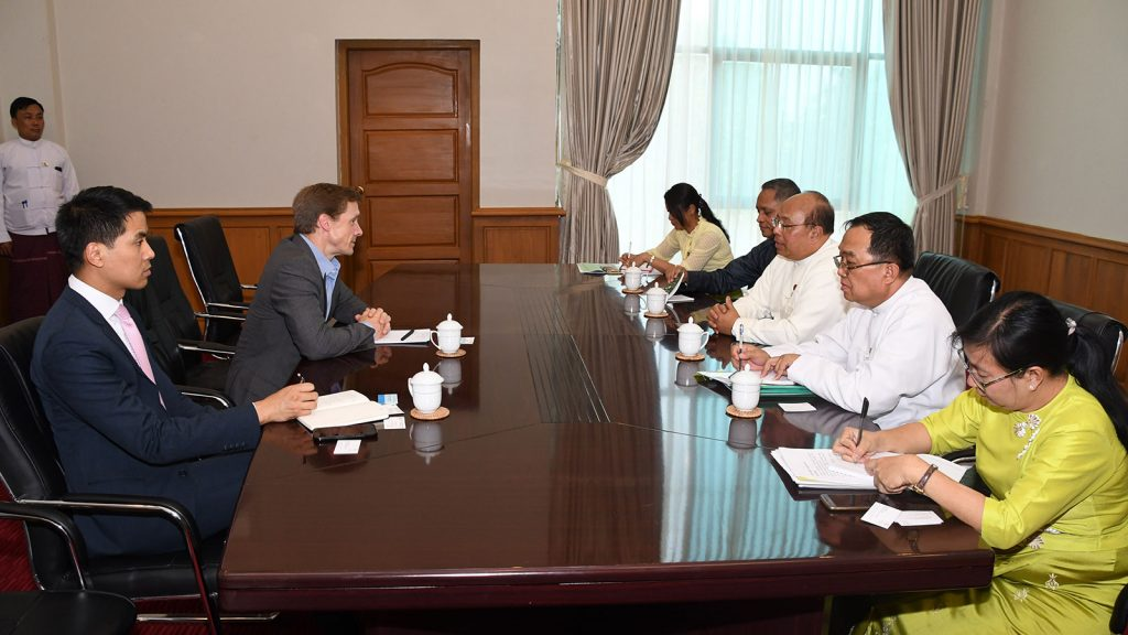 Union Minister for Investment and Foreign Economic Relations U Thaung Tun holds talks with member of the Executive Committee of World Economic Forum and Head of Asia Pacific Mr. Justin Wood yesterday.Photo: MNA