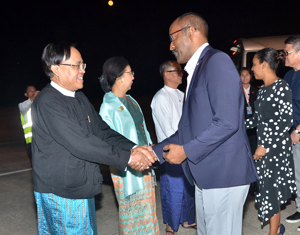 Seychelles Vice President Mr. Vincent Meriton and wife are seen off by Union Minister U Kyaw Tin and officials at Nay Pyi Taw International Airport yesterday. Photo: MNA