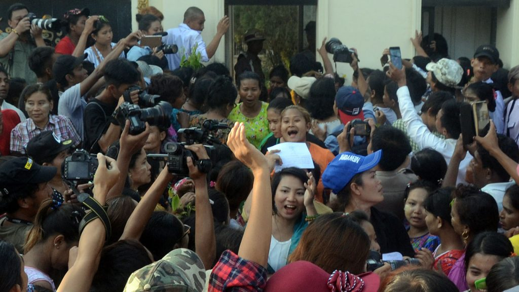 677 prisoners from the Insein Central Prison in Yangon were given amnesty yesterday.PHOTO: ZAW GYI