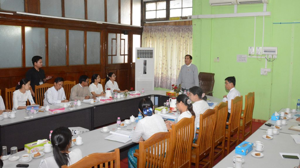Deputy Minister for Information U Aung Hla Tun holds the meeting with officials at the Sarpay Beikman in Yangon.Photo: MNA
